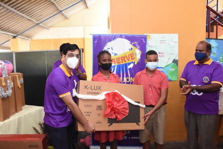 Melvin Jones Fellows donate television sets to La Rosière primary school -Seychelles Nation